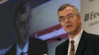 Μπoμπ Τράα: Η Ελλάδα απέχει πολύ από το να έχει βιώσιμο χρέος