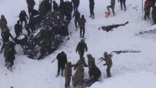 Τουρκία: Δεκάδες νεκροί και αγνοούμενοι από χιονοστιβάδα - Ανάμεσά τους διασώστες