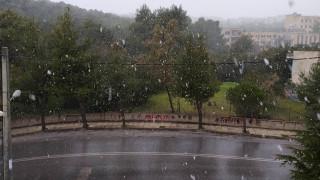 Κακοκαιρία: Χιονίζει στην Αττική