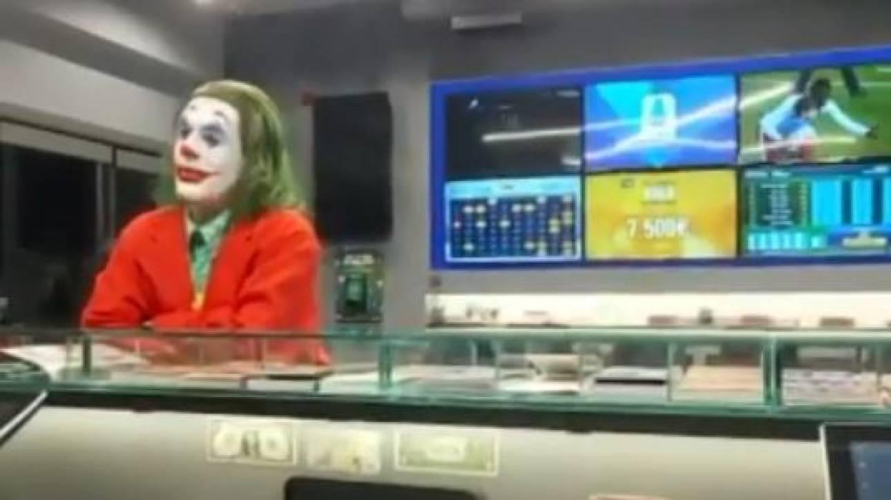Τι κάνει ο… Τζόκερ σε κατάστημα τυχερών παιχνιδιών στη Νέα Ιωνία;