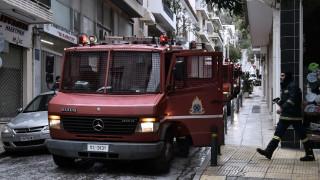 Μεγάλη φωτιά σε συνεργείο στον Γέρακα