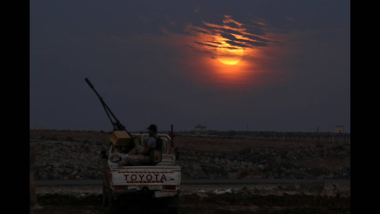 https://cdn.cnngreece.gr/media/news/2020/02/07/206758/photos/snapshot/SUPERMOON-SIGHTING-SYRIA-REUTERSAlaa-Al-Faqir.jpg