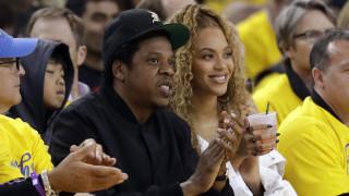 Super Bowl: Γιατί δεν σηκώθηκαν στον εθνικό ύμνο ο Jay-Z και η Beyonce - Ο ράπερ εξηγεί