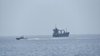 Αίγινα: Φορτηγό πλοίο πλέει ακυβέρνητο