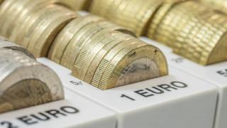 Μπαράζ αγορών στα ελληνικά ομόλογα – Νέο χαμηλό ρεκόρ για το 10ετές