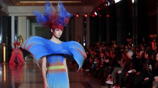 Ποιος αγοράζει φορέματα αξίας 92.000 ευρώ;