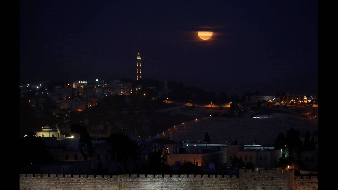https://cdn.cnngreece.gr/media/news/2020/02/08/206897/photos/snapshot/2016-11-14T161118Z_1926421974_S1BEUMUUTIAA_RTRMADP_3_SUPERMOON-SIGHTING-ISRAEL.jpg