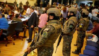 Ελ Σαλβαδόρ: Εισβολή ένοπλων στρατιώτων για να πιέσουν την βουλή να εγκρίνει δάνειο