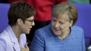 Γερμανία: Δεν θα είναι υποψήφια για την καγκελαρία η εκλεκτή της Μέρκελ