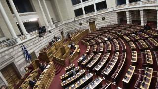 Προσφυγικό: Κόντρα στη Βουλή για τις επιτάξεις εκτάσεων