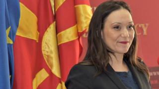 Βόρεια Μακεδονία: Αρνείται να βγάλει την παλιά πινακίδα η υπουργός Εργασίας