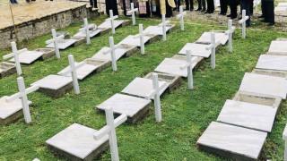 Τελετή ενταφιασμού οστών Ελλήνων πεσόντων του 1940-41 στην Αλβανία