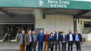Terra Creta: Αφιέρωση δέντρου ελιάς προς τιμήν της πρέσβεως της Κίνας