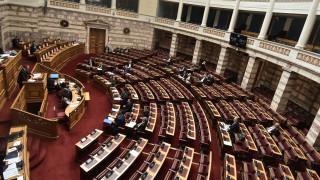 Σύγκρουση εφ' όλης της ύλης Μητσοτάκη - Τσίπρα στη Βουλή στη συζήτηση για τα εργασιακά