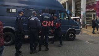 Αστυνομική επιχείρηση στη Μενάνδρου με δεκάδες προσαγωγές