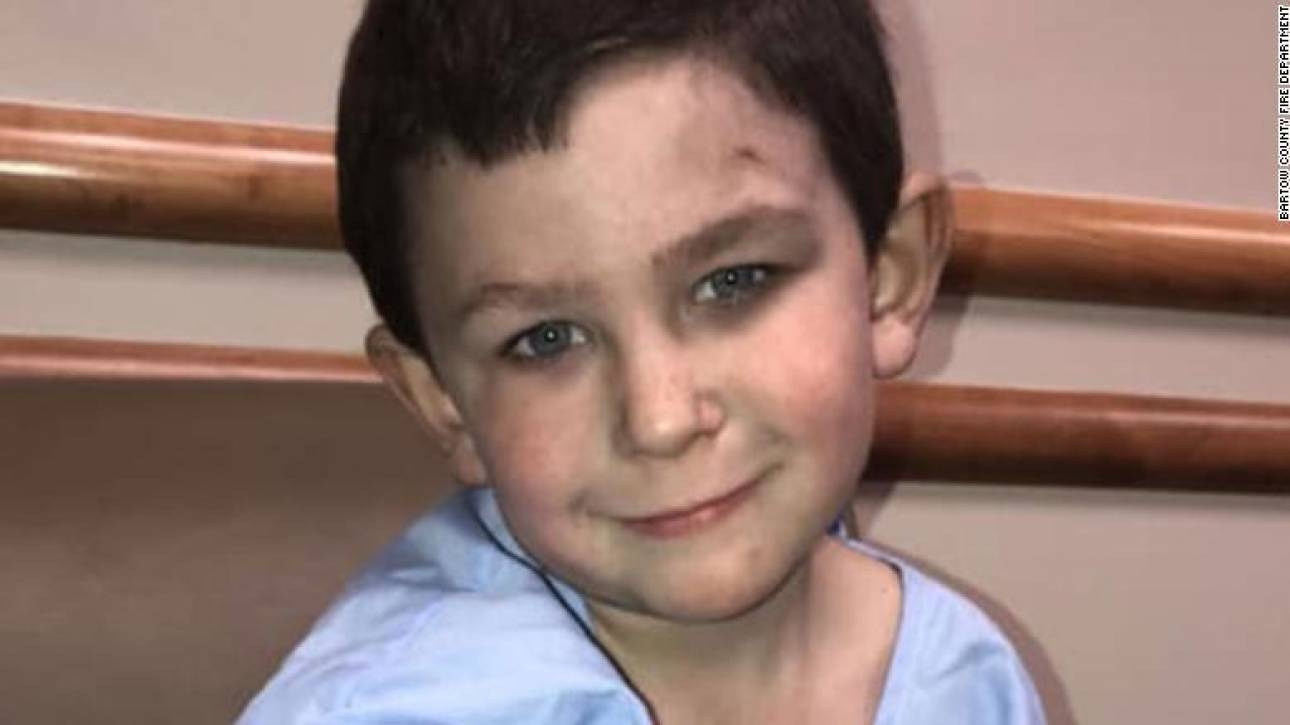 5χρονος ήρωας: Έσωσε την αδελφή του από τη φωτιά και γύρισε για τον σκύλο