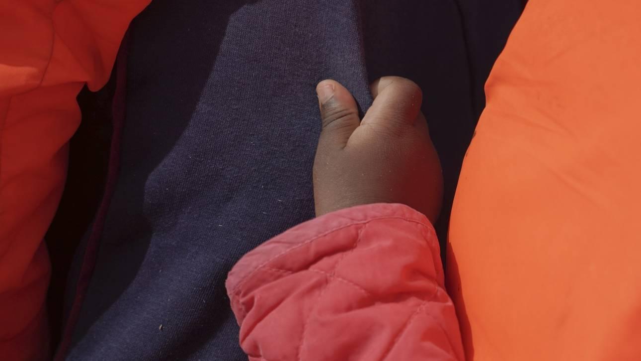 Ισπανία: Βρέφος λίγων ωρών μεταξύ των 87 διασωθέντων στα Κανάρια Νησιά