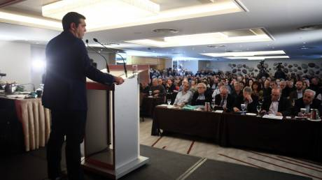 Οριακά πέρασε η πρόταση Τσίπρα για τα διαδικτυακά μέλη