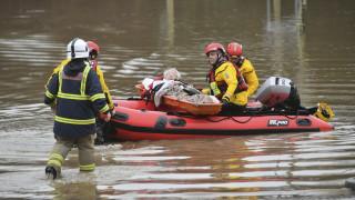 Βρετανία: «Θανάσιμος κίνδυνος» από την καταιγίδα «Ντένις»