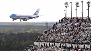 Γκάφα του επικεφαλής της εκστρατείας του Τραμπ – Ανέβασε φωτογραφία του Air Force One από το 2004