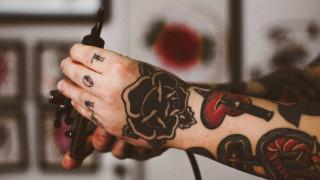 Τέλος τα τατουάζ με χρώμα; Τι υποστηρίζει ο Ευρωπαϊκός Οργανισμός Χημικών Προϊόντων