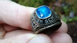 Έχασε το δαχτυλίδι της το... 1973 στις ΗΠΑ, βρέθηκε θαμμένο στη Φινλανδία