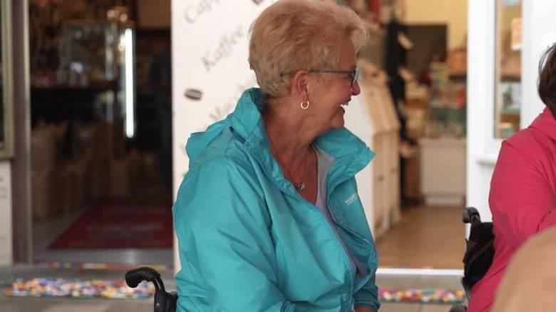 Ρίτα Έμπελ: Η γιαγιά που κατασκευάζει ράμπες για ανάπηρους με… Lego
