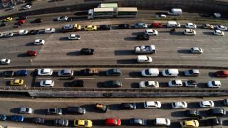 Κυκλοφοριακό χάος στον Κηφισό - Ακινητοποιήθηκε νταλίκα