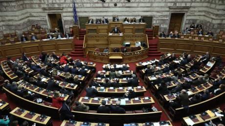Σε υψηλούς τόνους ξεκίνησε η συζήτηση του νέου ασφαλιστικού στη Βουλή