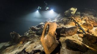Μοναδικός θησαυρός: Βρέθηκαν 200 αρχαίοι αμφορείς μέσα σε σπήλαιο στη Μαγιόρκα