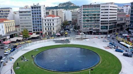 Ομόνοια όπως παλιά: Γέμισε νερό το συντριβάνι της πολύπαθης πλατείας