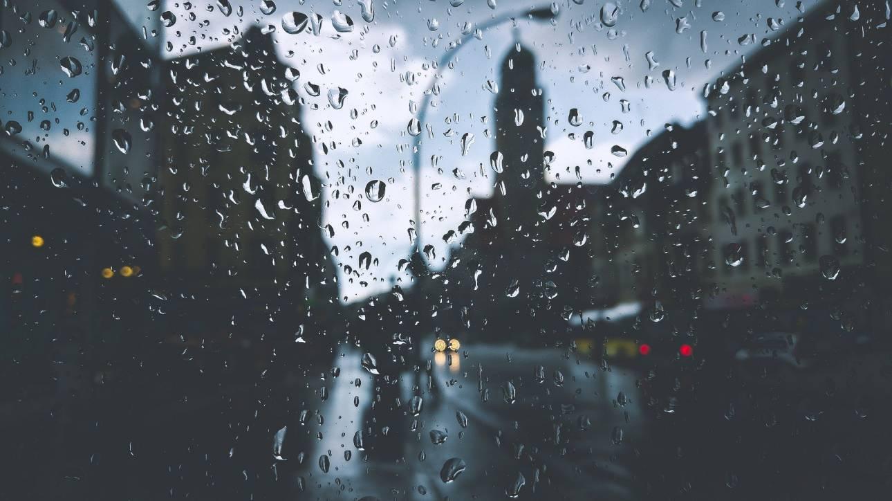 Καιρός: Βροχές, τσουχτερό κρύο και ενισχυμένοι βοριάδες για σήμερα