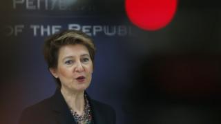 Η πρόεδρος της Ελβετίας θα γιορτάσει τα 60α γενέθλιά της με όσους γεννήθηκαν την ίδια ημέρα