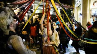 Καρναβάλι 2020: Παρέλαση καρναβαλιστών στα σοκάκια της Πλάκας