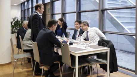 Σύνοδος Κορυφής ΕΕ: Διαβουλεύσεις Μητσοτάκη και το γεύμα των «επτά»