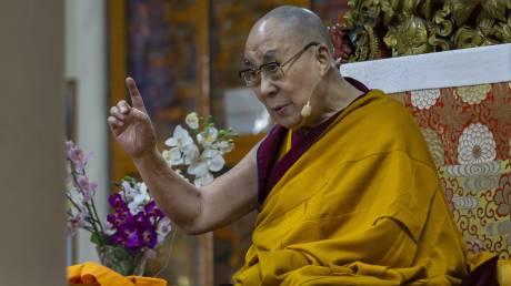 Δαλάι Λάμα: Έκλεισε εξόριστος 80 χρόνια ως πνευματικός ηγέτης του Θιβέτ