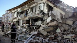Σεισμός στα σύνορα Τουρκίας - Ιράν: Νεκροί και τραυματίες