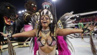 Χρώμα, χορός και φαντασία: Σε ρυθμούς καρναβαλιού η Βραζιλία - 20 εντυπωσιακά «κλικ»