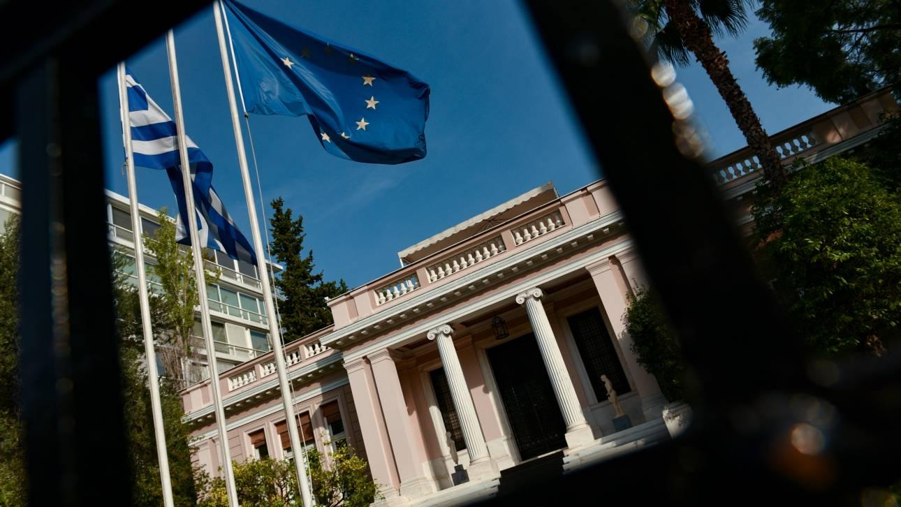 Κοροναϊός: Σύσκεψη στο Μαξίμου για τη «θωράκιση» της χώρας