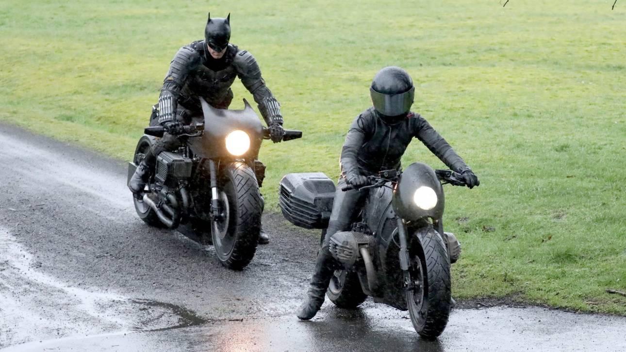Batman: Νέες φωτογραφίες του Ρόμπερτ Πάτινσον με τη στολή του ανθρώπου-νυχτερίδα (pics&vid)