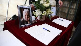 Κική Δημουλά: Το «τελευταίο αντίο» στη μεγάλη Ελληνίδα ποιήτρια