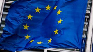 Κομισιόν: Βελτιώνεται η βιωσιμότητα του ελληνικού χρέους - Τα δύο σενάρια