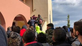Χίος: Βίντεο από την εισβολή κατοίκων σε ξενοδοχείο όπου μένουν αστυνομικοί