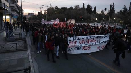 Πορεία διαμαρτυρίας φοιτητών για τον αστυνομικό με το όπλο στην ΑΣΟΕΕ
