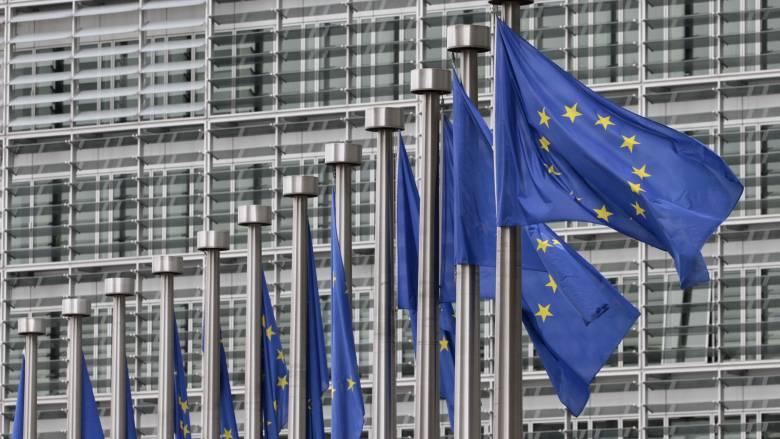 «Κίτρινη κάρτα» από την Κομισιόν για την χρηματοδότηση των κομμάτων στην Ελλάδα