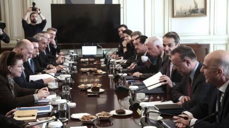 Προσφυγικό: Υπουργικό Συμβούλιο και συνάντηση Μητσοτάκη με Μουτζούρη