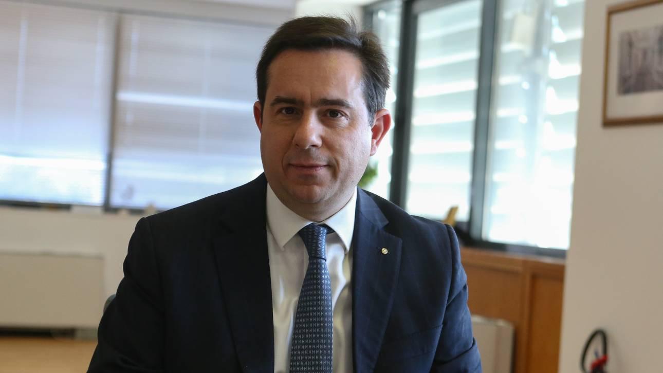 Μηταράκης: Να ζητήσει συγγνώμη από τον πρωθυπουργό ο Μουτζούρης
