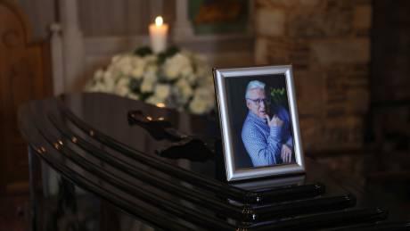 Πανελλήνια θλίψη για τον Κώστα Βουτσά: Σε λαϊκό προσκύνημα η σορός του