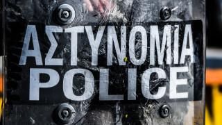 Επεισόδια στο λιμάνι της Χίου: Νησιώτες πετούν πέτρες και ξύλα σε αστυνομικούς