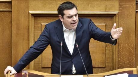 Άγρια κόντρα για τα νησιά στη Βουλή - Παραιτήσεις υπουργών ζητά ο Τσίπρας